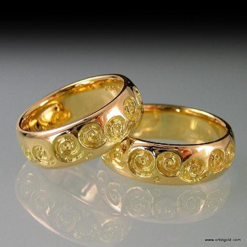 Rings with Koru Scroll feature in yellow gold