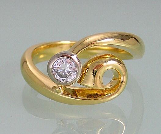 Custom made diamond enagement ring