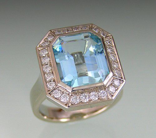 Diamond And Emerald Cut Aquamarine Ring In Classic Style 18k White Gold