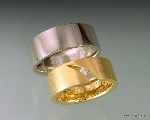 Wedding rings in white and yello gold