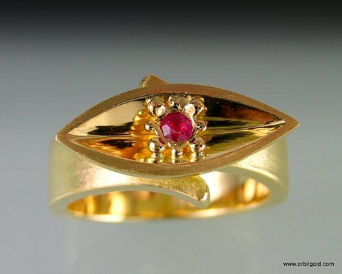 Ruby Vessel Ring in Gold