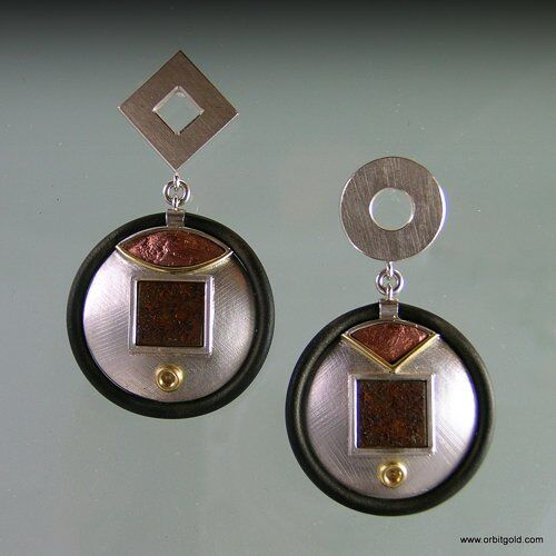Earrings in Bauhaus style with gold, copper, iron and rubber