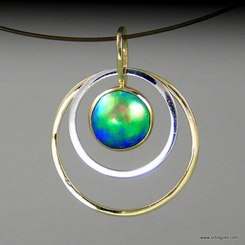 Fine Blue Pearl pendant in yellow and white gold