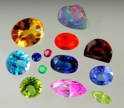 Gems loose in different colours