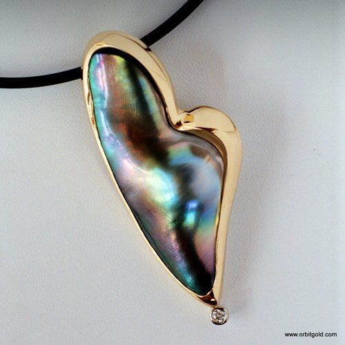 Heart shaped mabé pearl pendant with diamond
