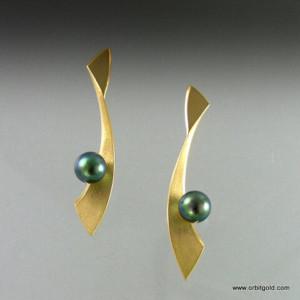 Tahitian Pearl earrings in yellowgold - orbitgold.com