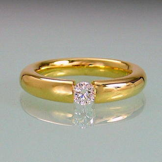Ring Yellowgold and Diamond in timeless design