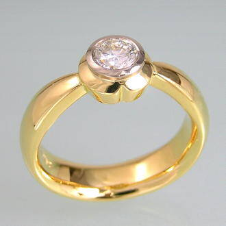sideview diamond ring with petals style top set with diamond