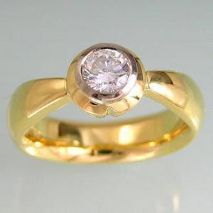 top view of diamond petal ring